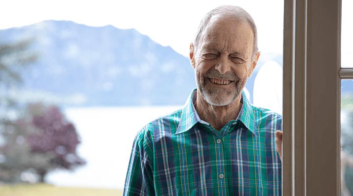 Erhard hat Lidkrämpfe bzw. die Dystonieform Blepharospasmus